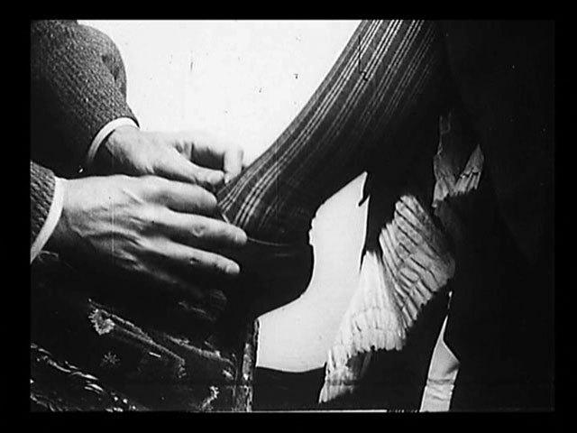 Untitled:Users:Raul:[RAUL]:CRÍTICA:Cinética:Zé do Caixão:t1-the-gay-shoe-clerk-1903-image-normal.jpg